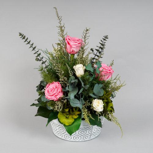 Composition florale stabilisée roses roses et oeillets blancs Dvs green gallery